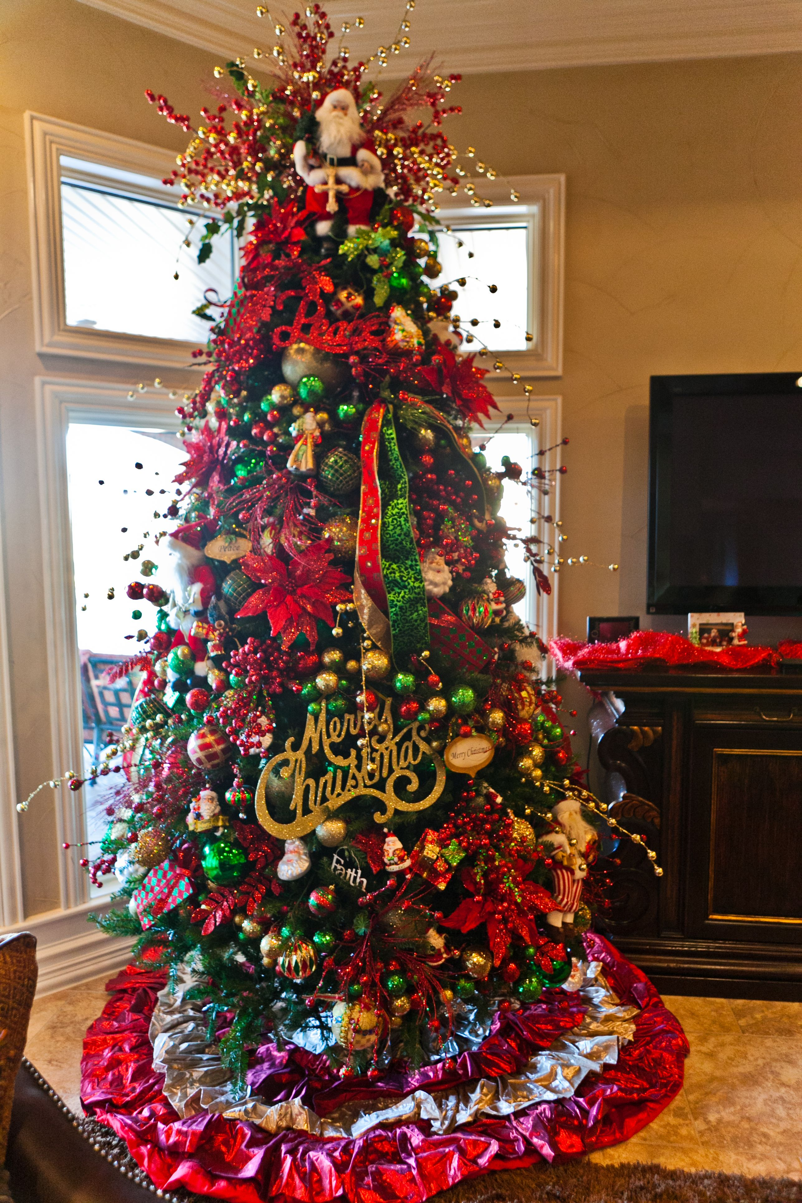 Beautiful Christmas Tree Red Green And Gold Christmas Traditional But Fun Red And Gold Christmas Tree Gold Christmas Tree Decorations Green Christmas Tree