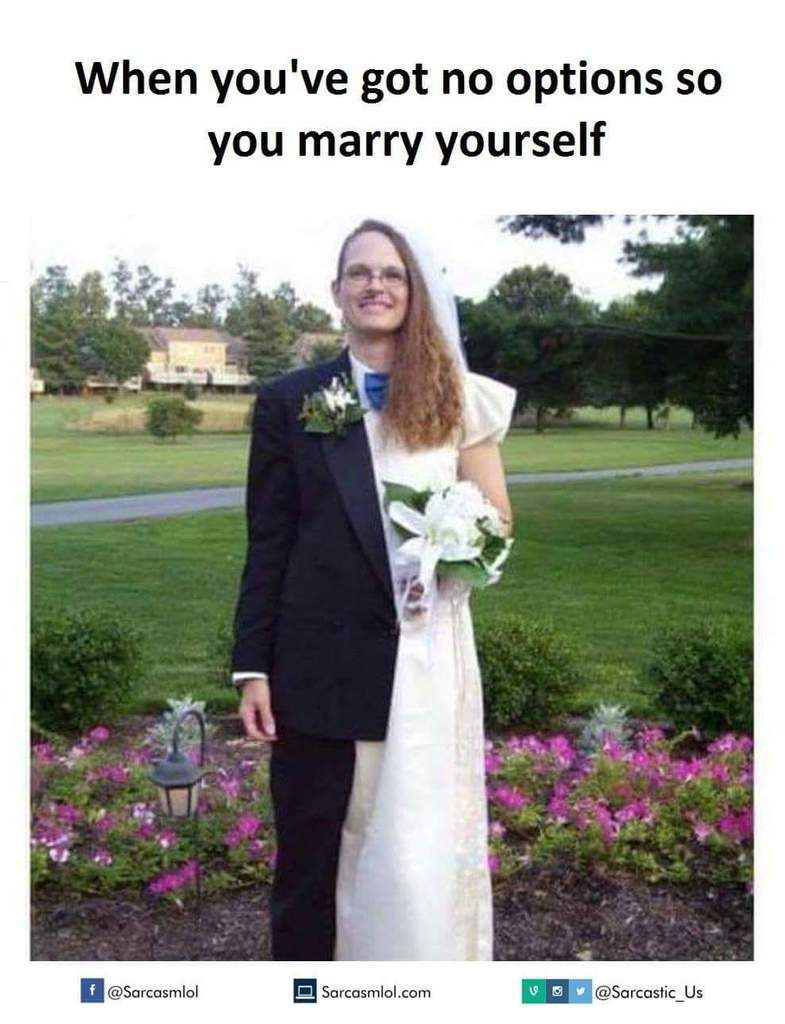 Sarcasm Place On Twitter Weird Wedding Dress Wedding Humor Funny Wedding Pictures [ 1024 x 785 Pixel ]