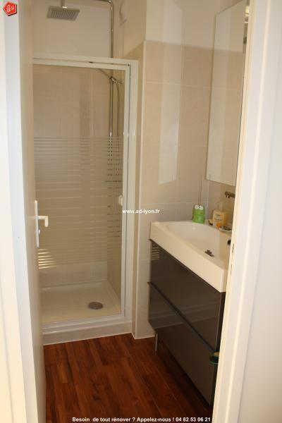 une cration de douche dans un espace rduit