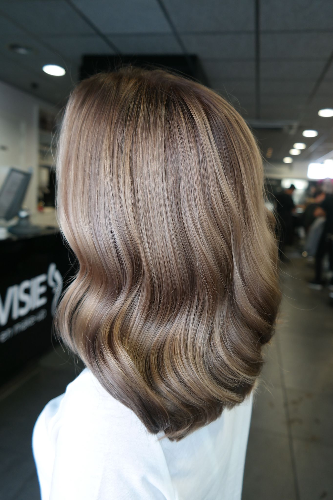 #haarvisie #haarvisierijswijk #haircolor #hairstyle #hairstyle2017 #wella #wellacolor #bronde #highlights #babylights #olaplex #shine #waves #mediumlenght
