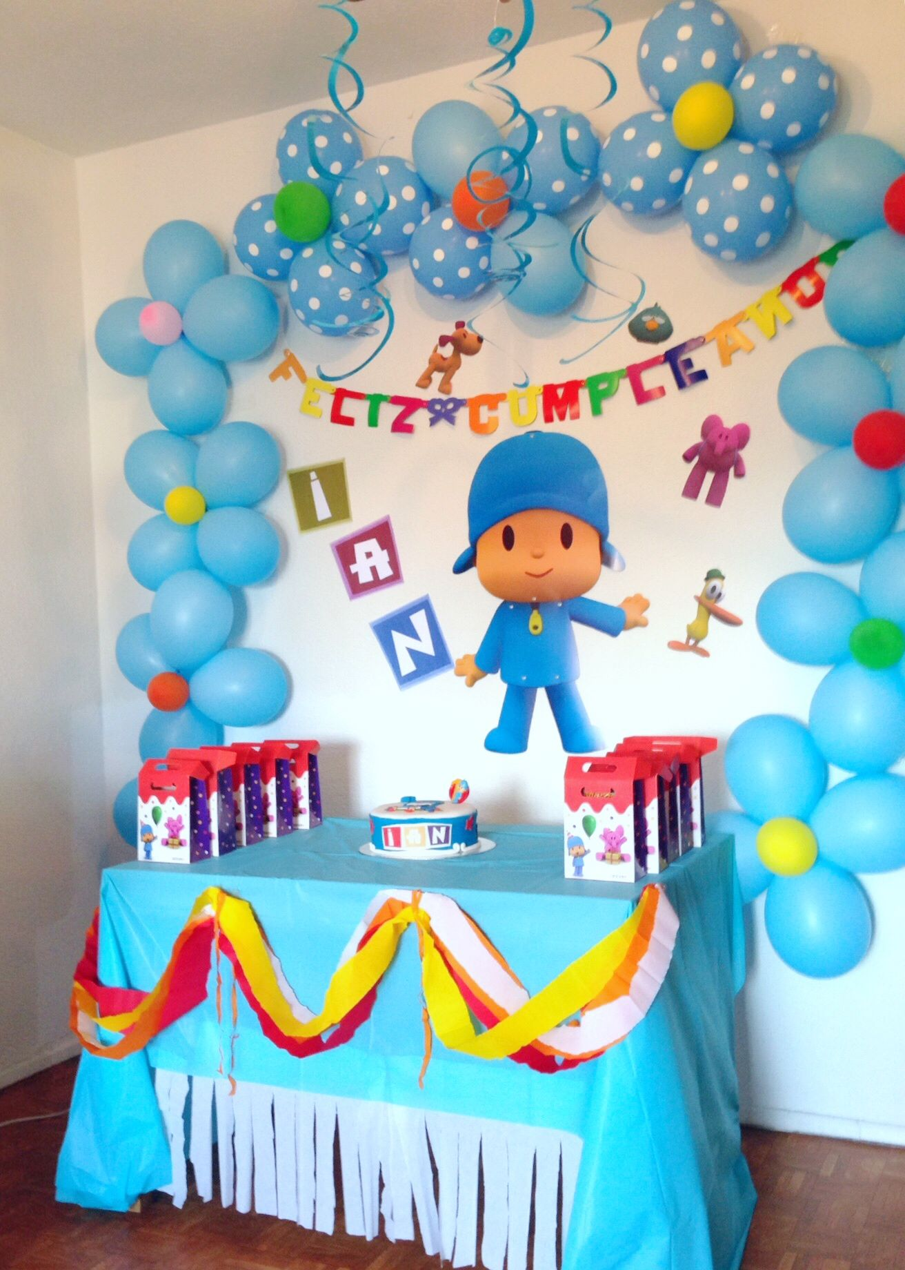 Pocoyo decoraci n cumplea os infantil ideas birthday party - Decoracion mesas cumpleanos infantiles ...