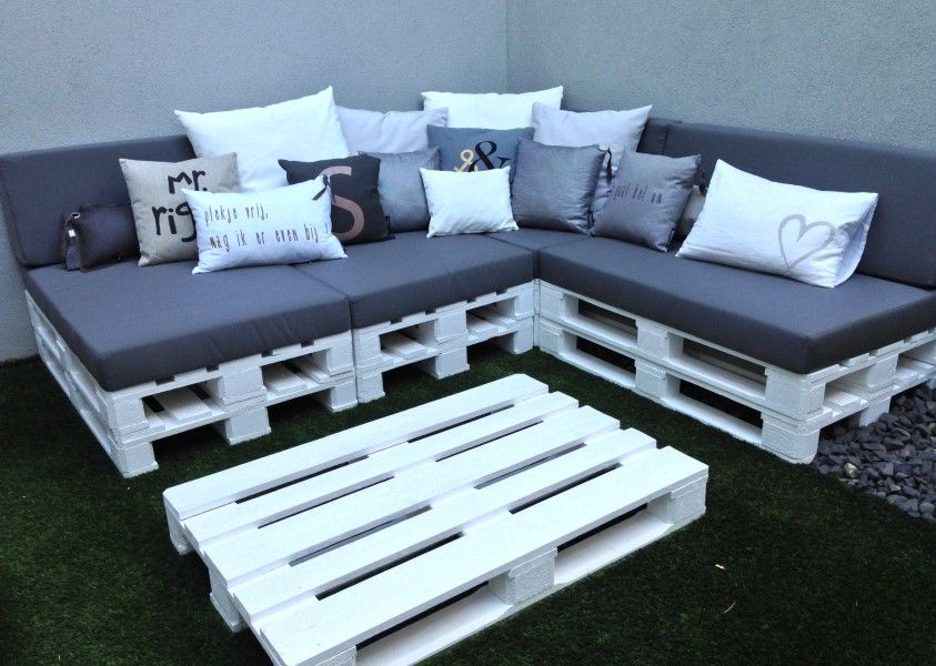 DIY Outdoor Couch aus Euro-Paletten http://blog.wohn-guide.de/diy ...