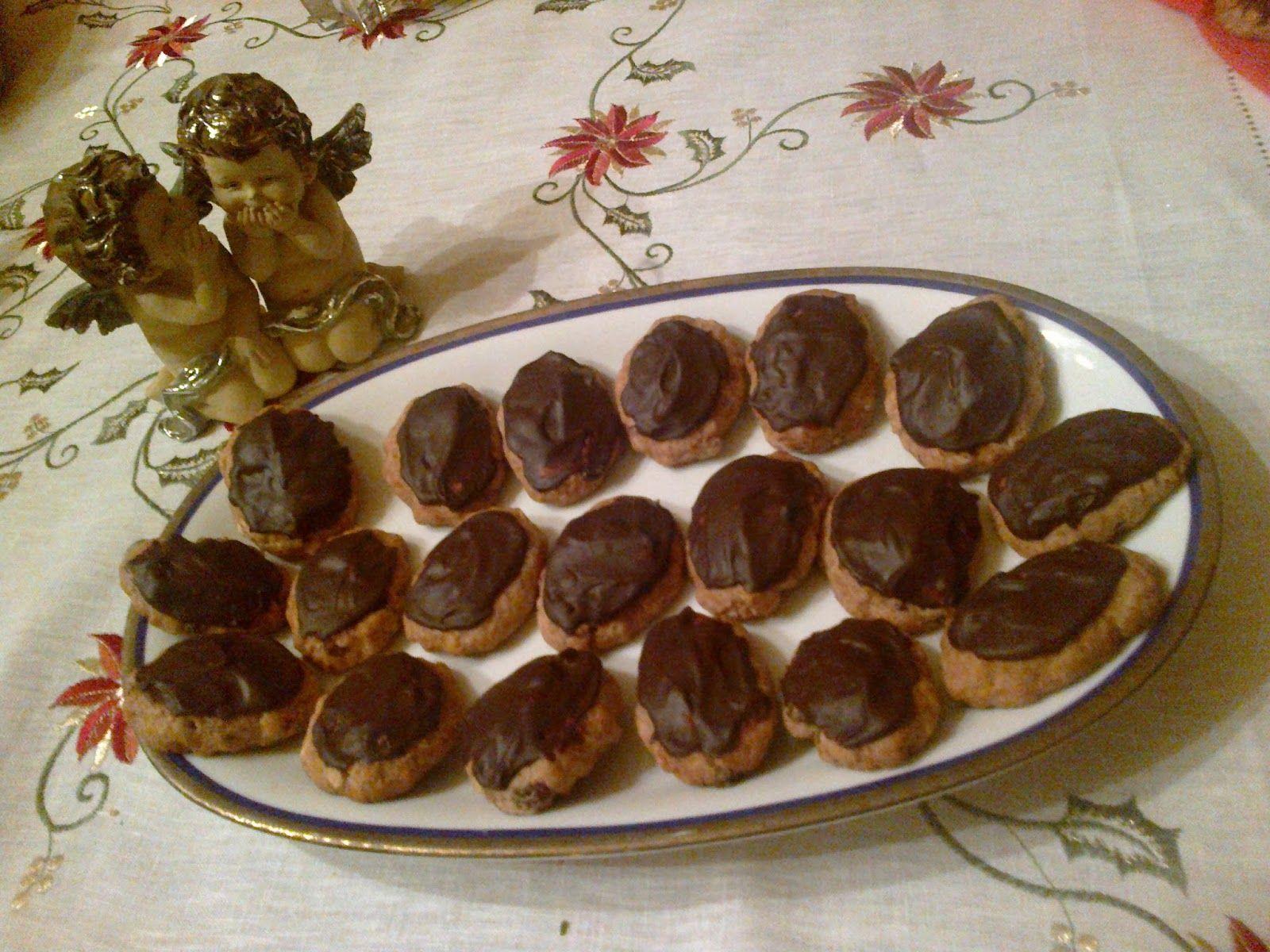 Questi sono dolcetti antichissimi, ben radicati nella tradizione natalizia calabrese e le cui origini si perdono nelle notti d' Orie...