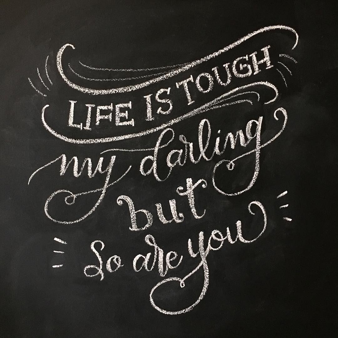 La vida es dura, mi amor, pero también lo eres tú  #letteritmay @jennyhighsmith #calligraphy #caligrafia #handlettering #handlettered #handlettering #typography #type #chalk #chalkboard #dificult #lifeistough #lavidaesdura #miamor #mydarling #butsoareyou #perotutambienloeres