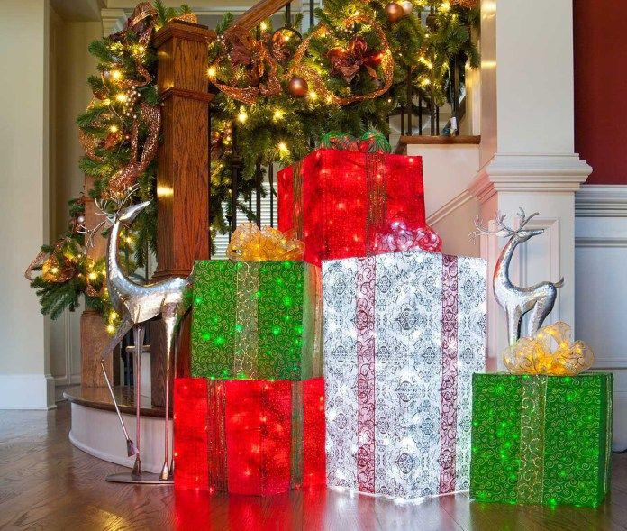 Cajas de regalo para decorar exteriores en navidad for Adornos navidenos para exteriores
