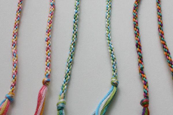 rechercher le meilleur liquidation à chaud meilleur en ligne A tutorial for woven friendship bracelets, using a circular ...