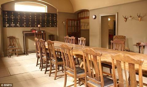 Filedownton Kitchen2  Downton Abbey  Pinterest  Downton Inspiration Downton Abbey Kitchen Design Design Decoration