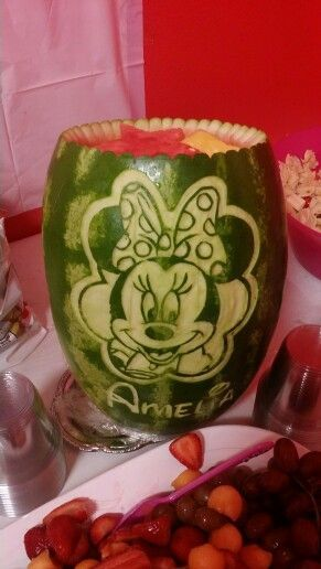 Photo of Minnie Mouse Watermelon Carving Made by Mama's Melons Die Mang