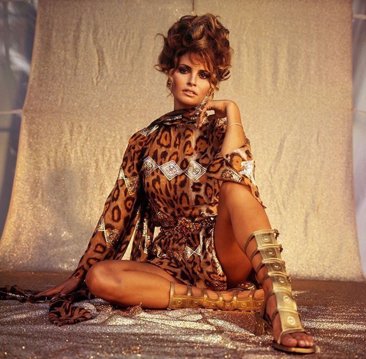 "valentanna: "" evil-woman: ""Raquel Welch by Terry O'Neill ..."
