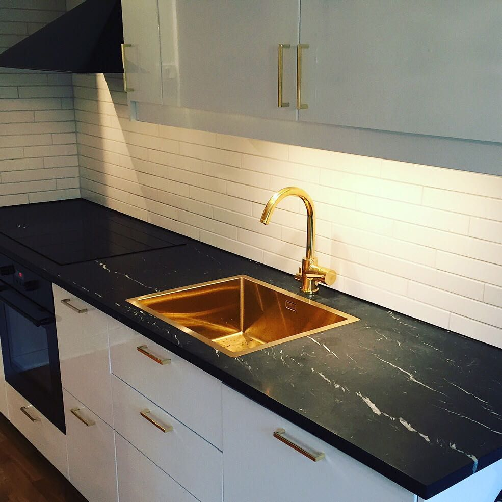 Tapwell Ab On Instagram White Subway Tiles Brass Faucet Evo184 And Sink Ta5040 Black Black Marble Countertops Kitchen Marble White Marble Countertops