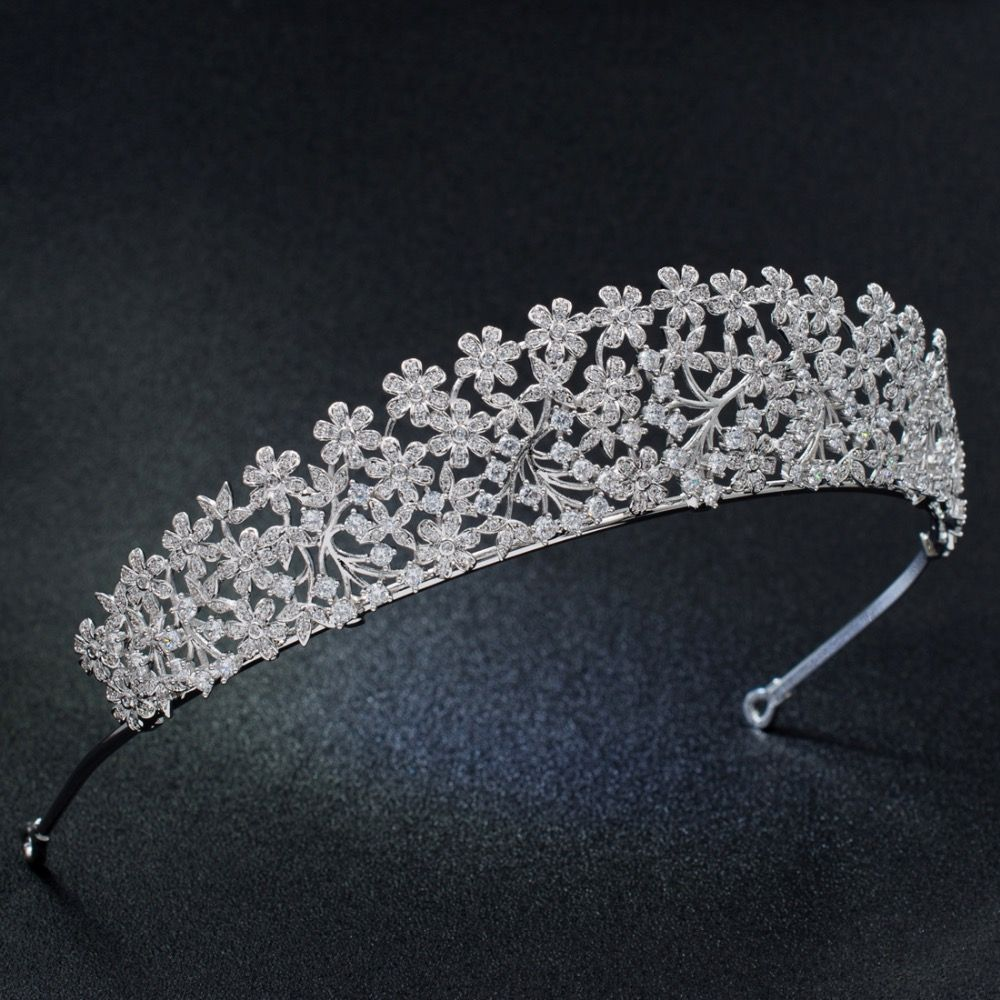 Women and Girls rhinestone tiaras forecasting to wear for winter in 2019