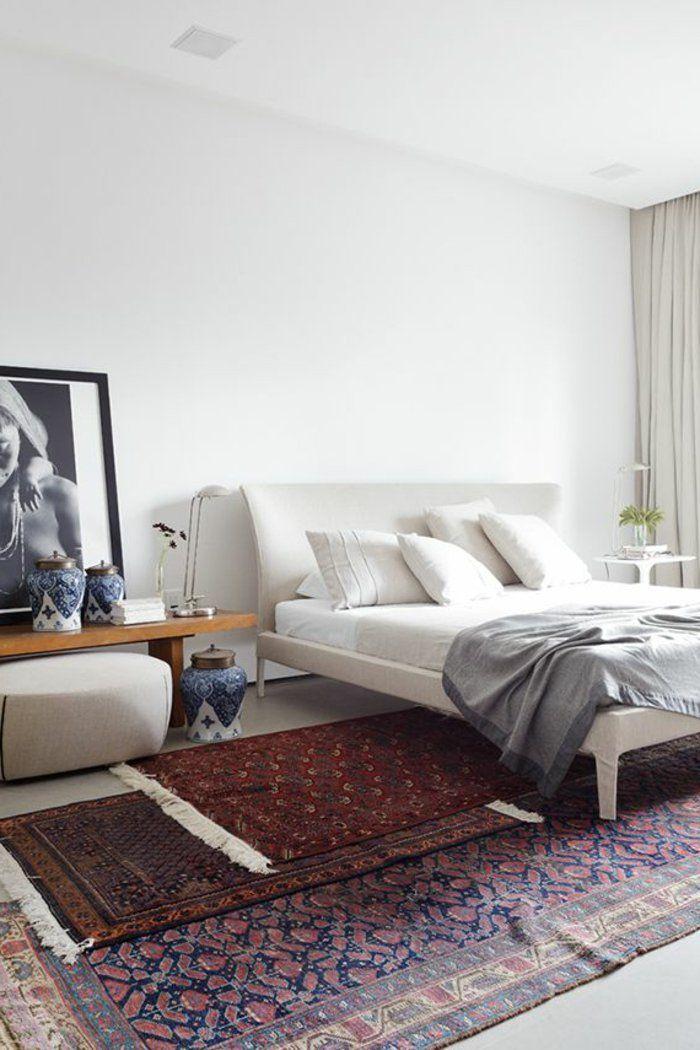 Deco chambre parentale suite parentale tapis coloré lit beige avec coussins tapis