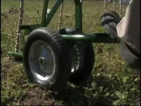 Máquina manual para colheita de mandioca