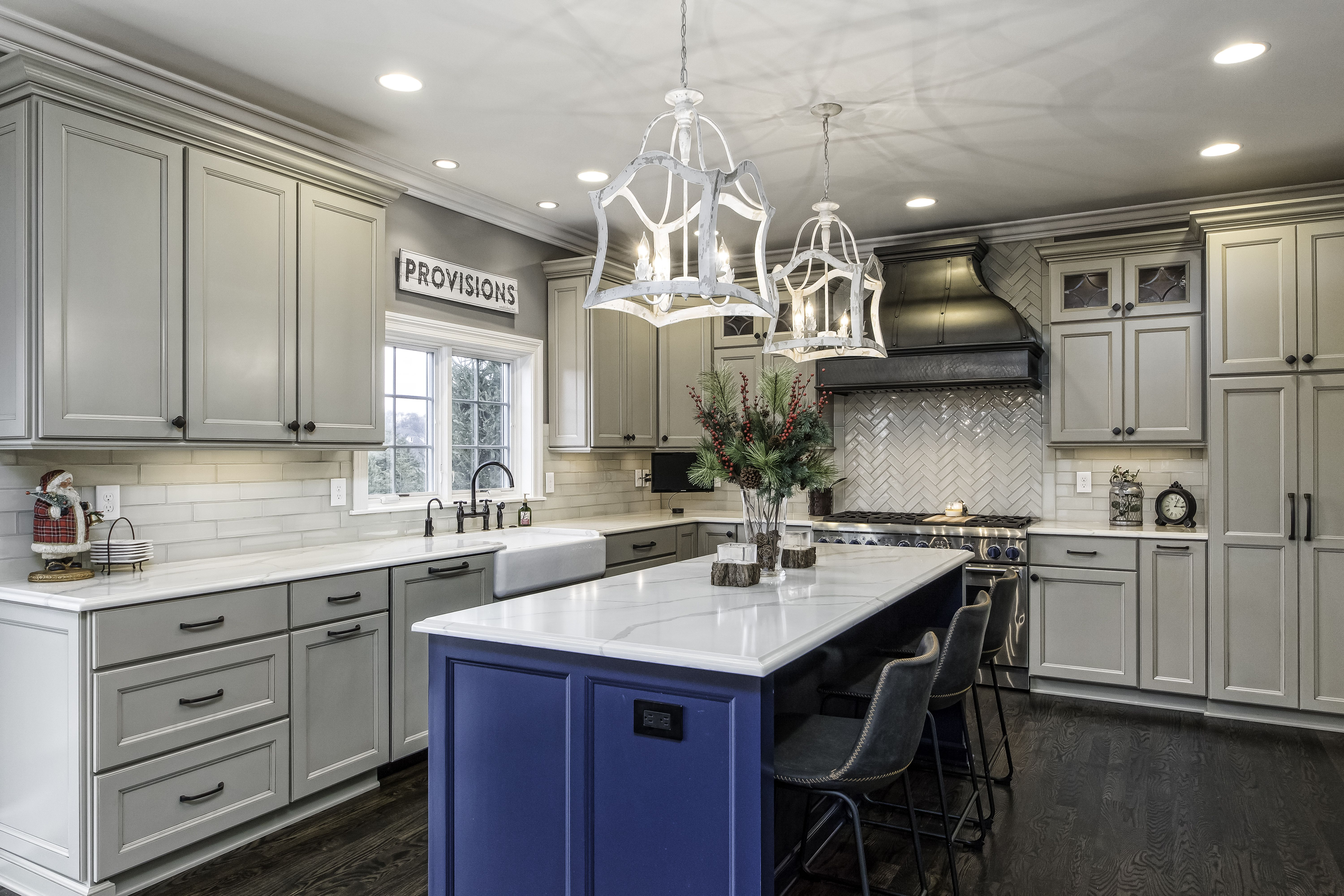 Two Toned Kitchens Are Very Popular Right Now We See A Lot Of Perimeters Being An Opposing Color From The Island When You Are Dreaming Two Tone Kitchen Kitchen Home Decor