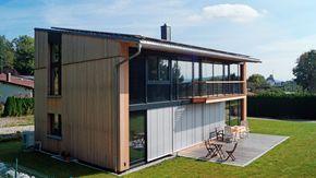 Holzhaus mit grosser Glasfassade und Pultdach Pultdach