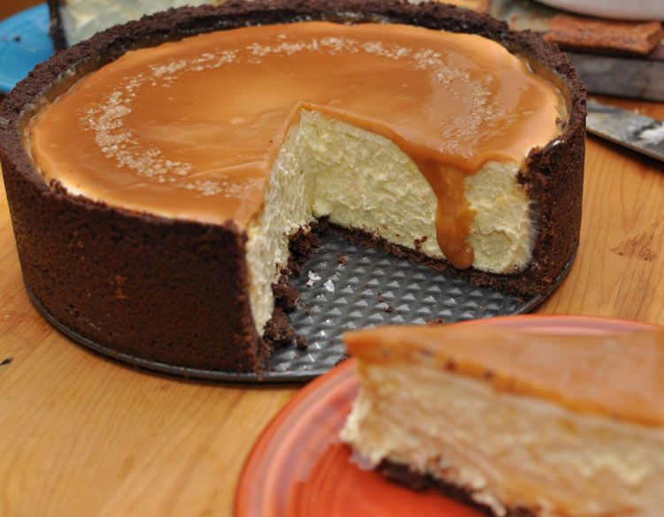 vanilla bean cheesecake with chocolate crust and salted caramel. ooooof.