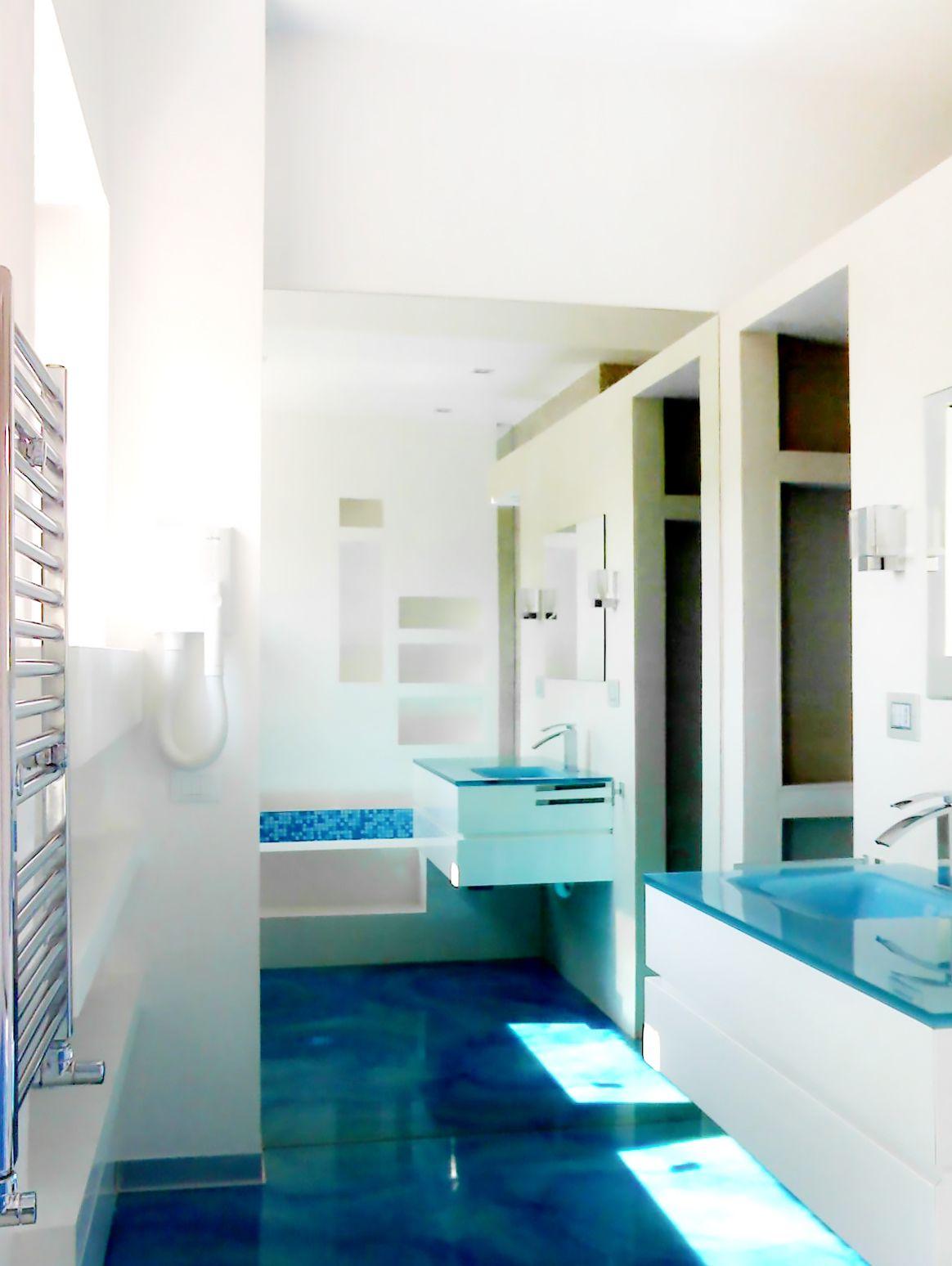 Vasca Da Bagno Azzurra.Stanza Da Bagno Realizzata Completamente Ristrutturazione Di