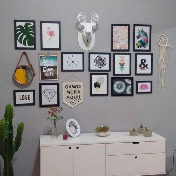 6601931ee Minha parede de quadros! Alce comprei no mercado livre Espelho e flâmula eu  que…