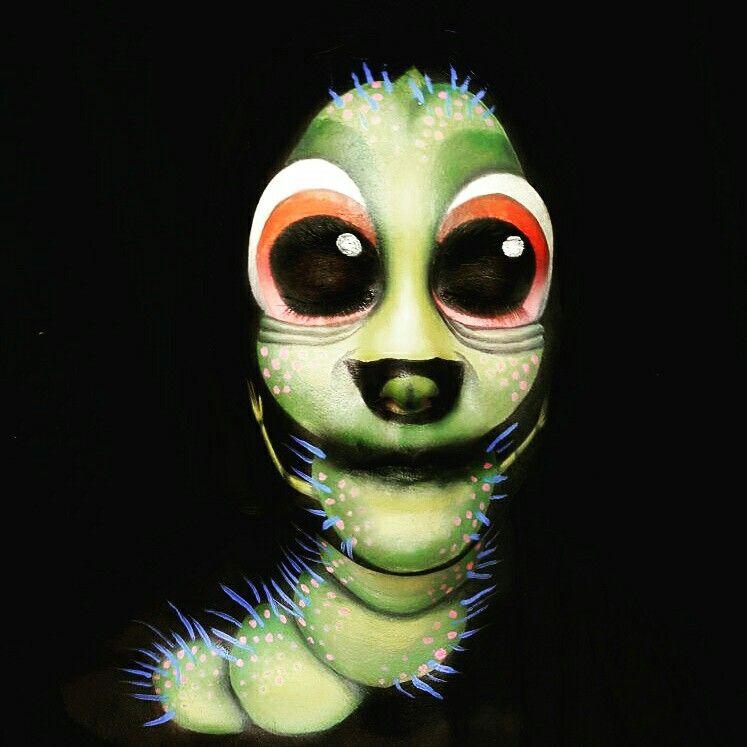 gusano con cara de calavera