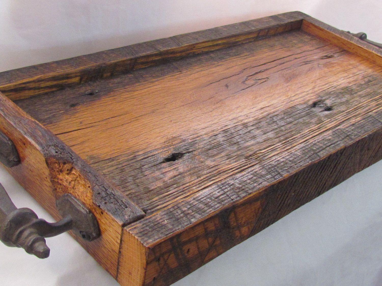 Vassoi In Legno Fai Da Te : Reclaimed wood serving tray ; barn wood tray de kentuckyvintagefarm