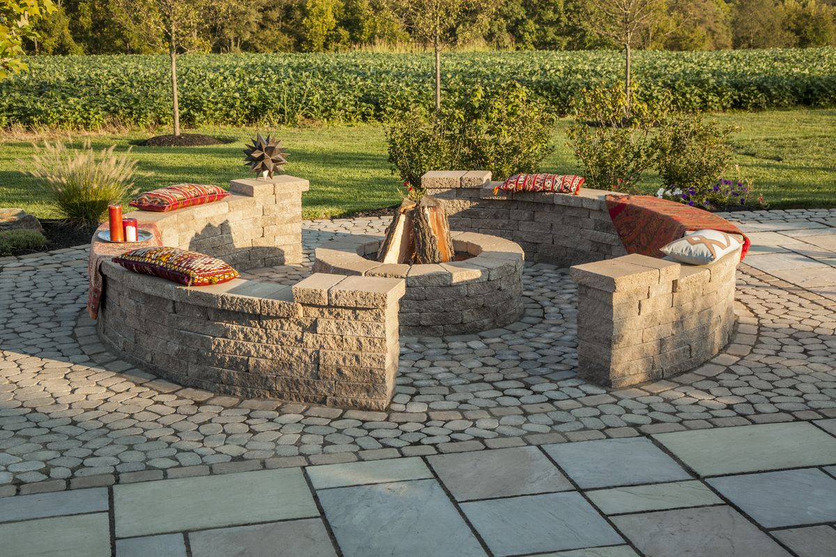 Antika Paver Patio With Villagio Border Mini Creta