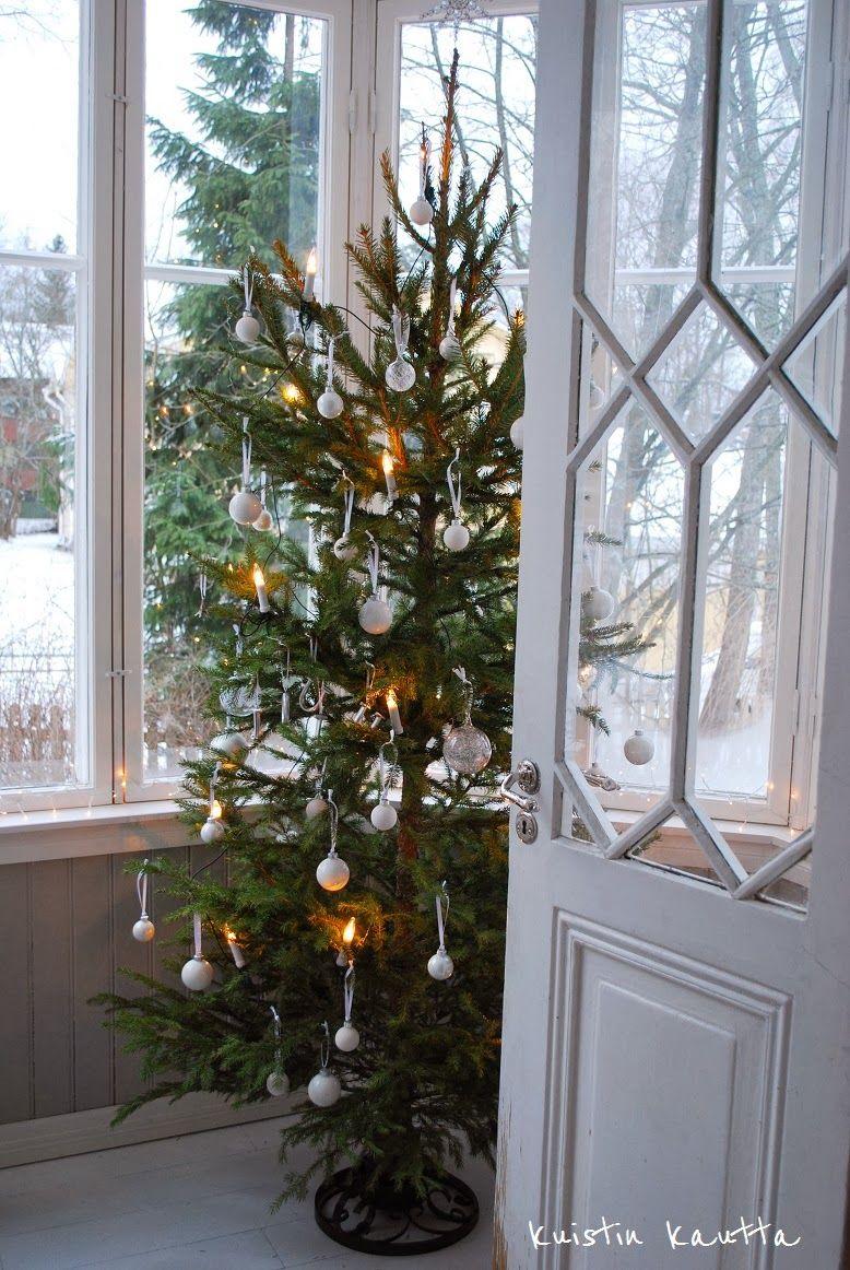 Kuistin kautta: Joulukalenteri 23/24: Valkoinen joulukuusi