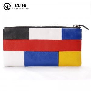 The inner and the outer are using the same fabric, and the storage layout is really neat. The double layer design and the black and red color, making the user become the fashion leader