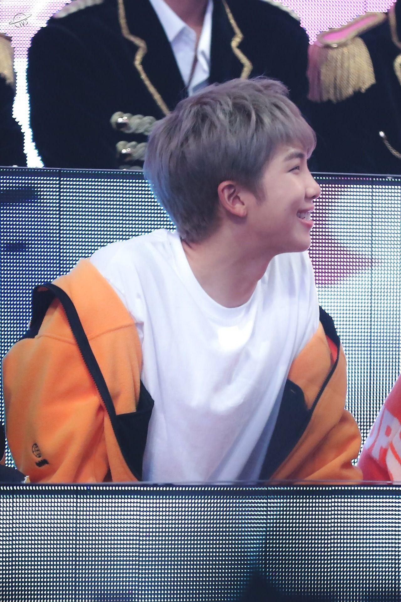OMG Namjoon  que sorriso lindo.