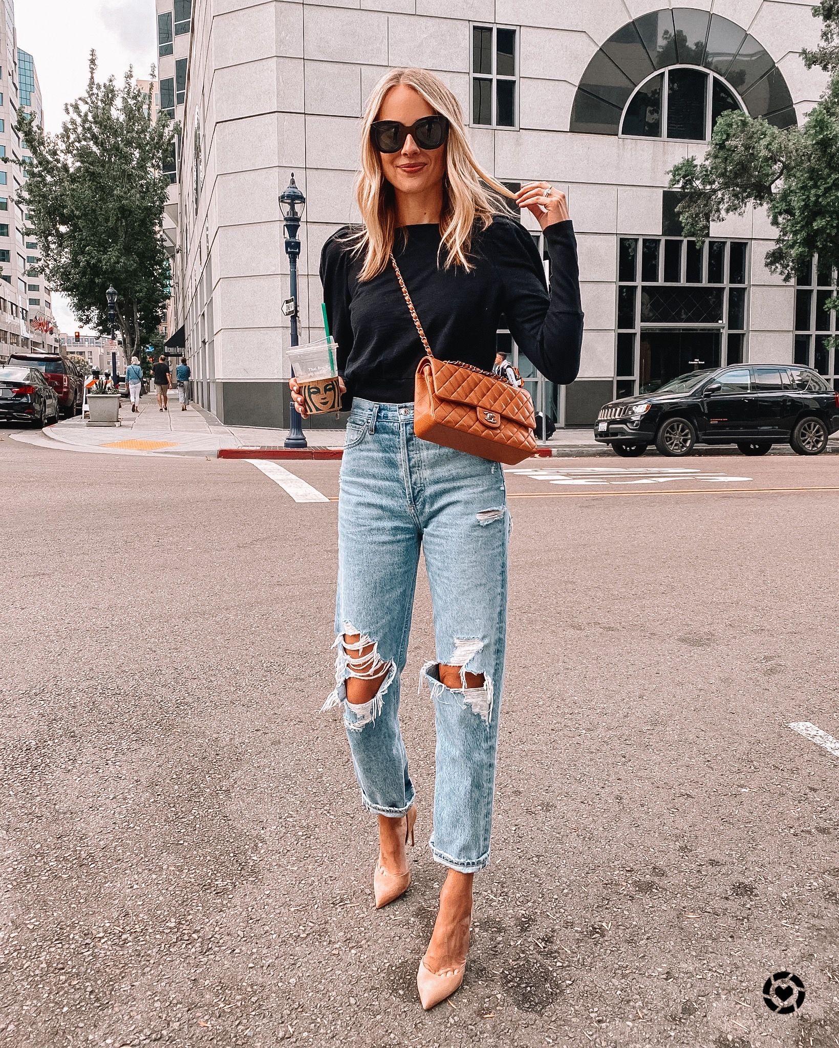 Zerrissene Jeans und Absätze, brauner Chanel, brauner Chanel, einfaches Wochenendoutfit, Date Night Look