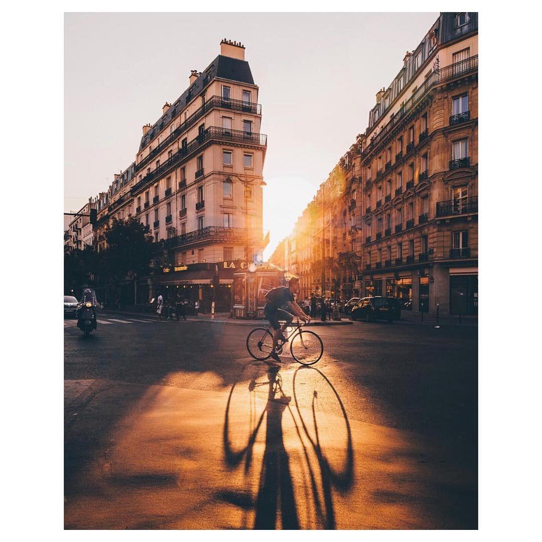 À Paris, en vélo... on dépasse les autos ! 🎶 🇺🇸: Best hour for cycling in Paris 📷: @wonguy974  #parisjetaime #paris