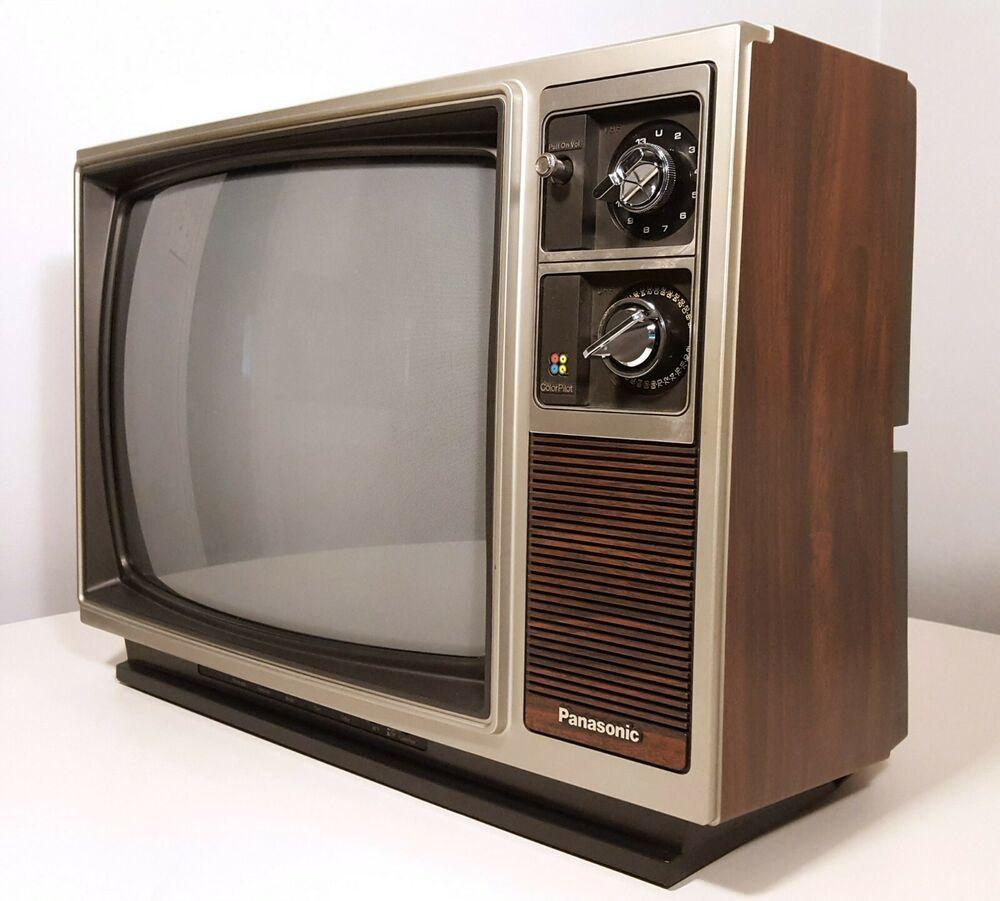 Panasonic Vintage Television Set 1983 Large 19 Color Pilot Tv Wood Grain Panasonic In 2020 Vintage Television Television Set Television