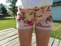 floral shorts. ♡