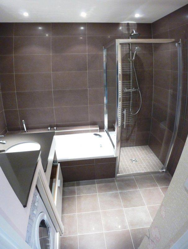 douche italienne et baignoire dans petite salle de bain