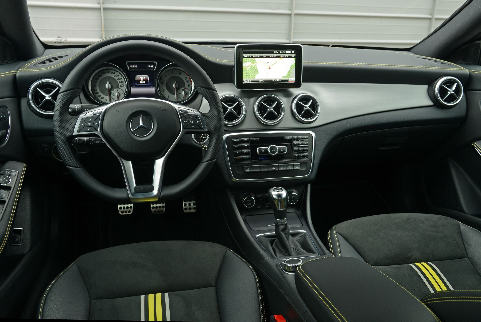 Mercedes-Benz CLA 200 in mountaingrau-metallic #mbhess #mbcars #mbcla