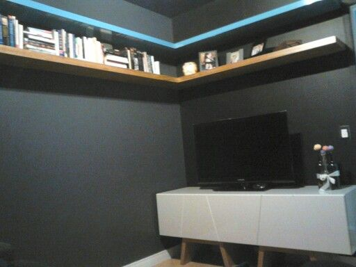 Sala de tv -móvel em laca e prateleiras em laca e folha natural  Protu Design  (11)2669-1186