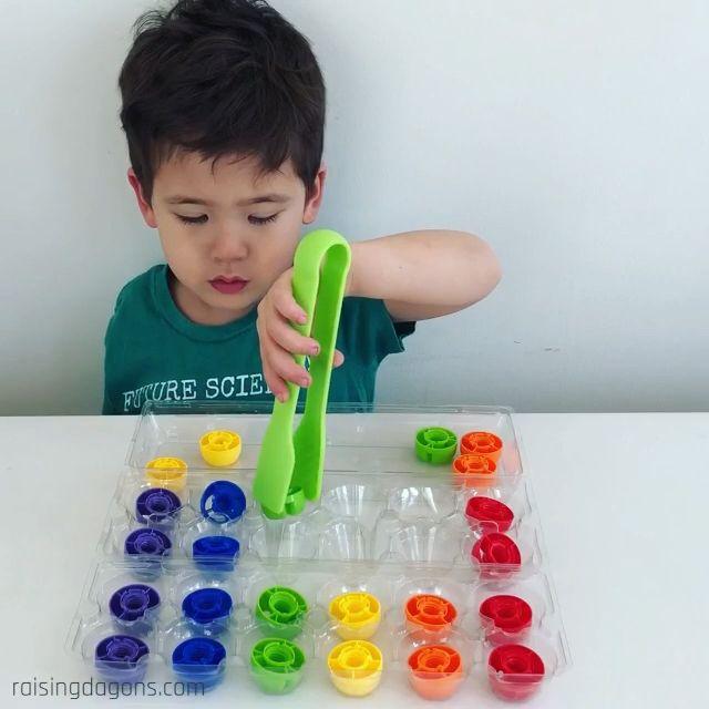 Photo of Cartón de huevos y tapa Actividad de clasificación de colores * Edad 2-5 ⋆ cría de dragones