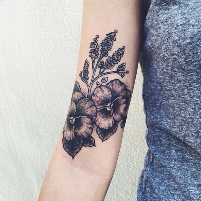 0327b171a Black and gray island flowers arm tattoo | Body Mods!♡ | Violet ...