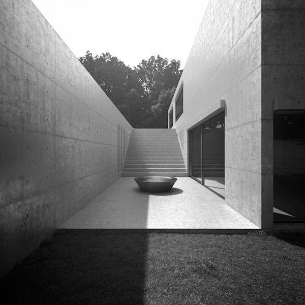 Interior design koshino house tadao ando spatium for Casa minimalista barcelona capital