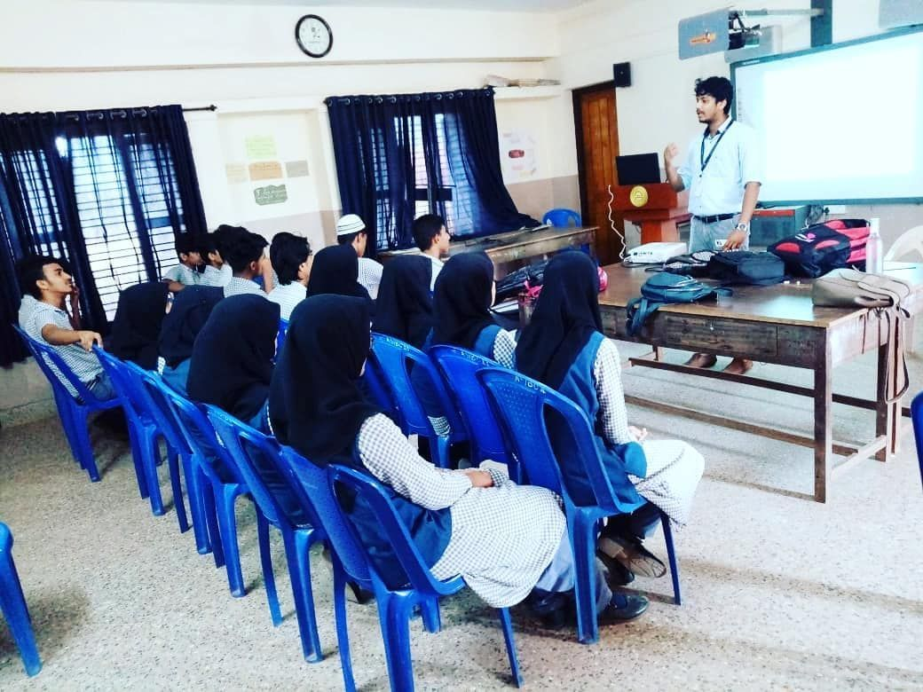 Dreamzone Kasaragod Conducted A Seminar At Aliya Senior Secondary School Kasaragod Kl14 In 2020 Senior Secondary School Secondary School College Courses