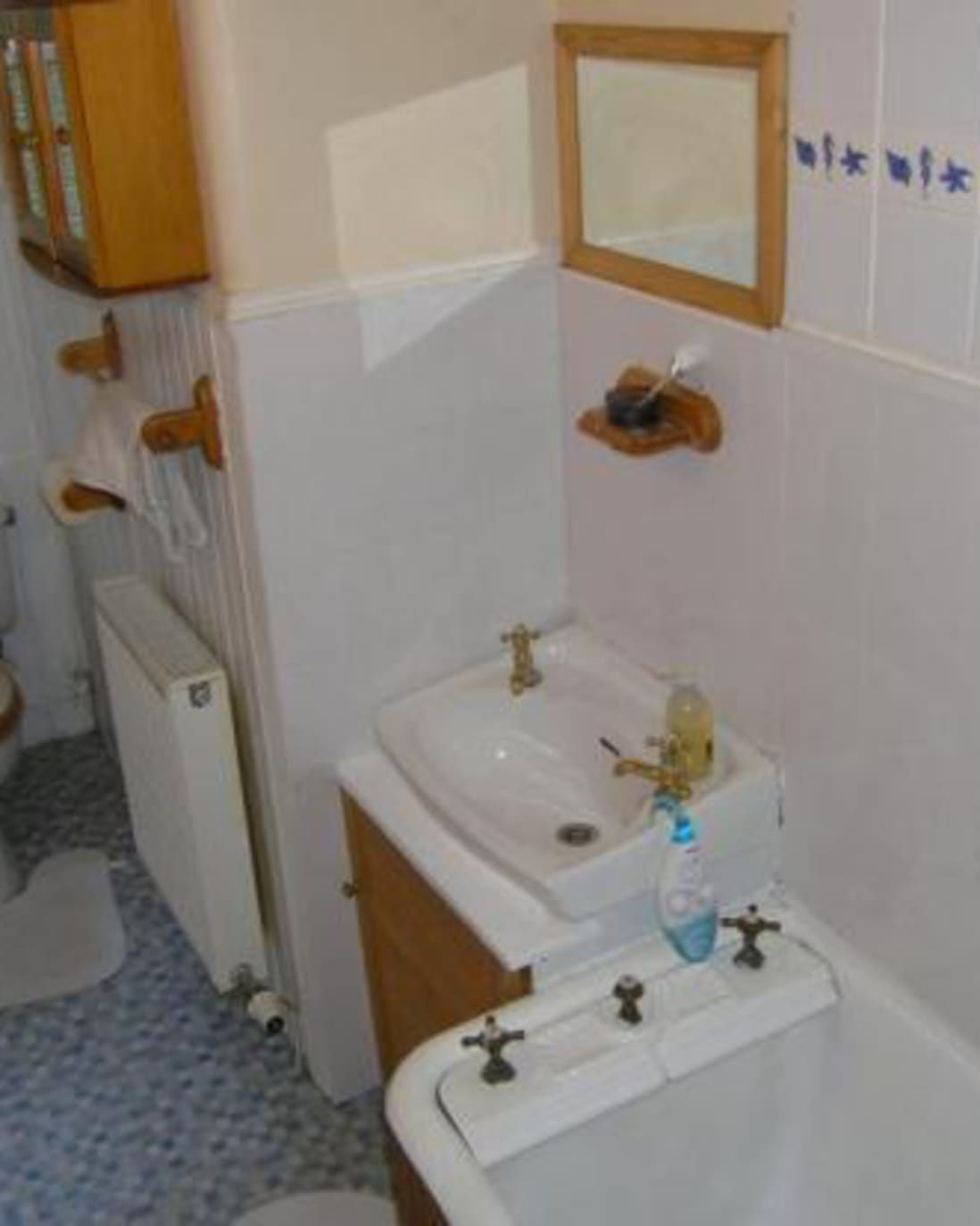 Before After Narrow Glasgow Bathroom Gets Gutted In 2020 Wooden Wall Panels Old Bathrooms Victorian Bathroom