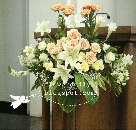 Flower arrangements in front ofthe psalmist altar