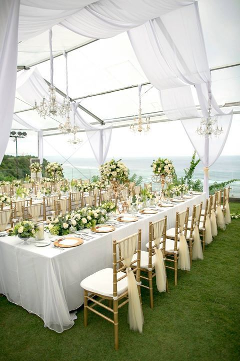 Elegant All White Wedding Decoration With A Touch Of Golden Tiffany