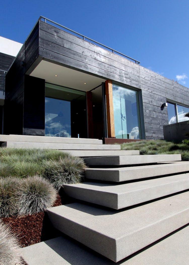 Escalier de jardin en b ton maison design et bardage bois - Maison bois et beton ...