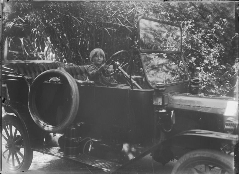 008716pd Trixie Beatrice Clare Swiney In The T Model Ford At Dinninup Vale 1915 Antique Cars Ford Trixie