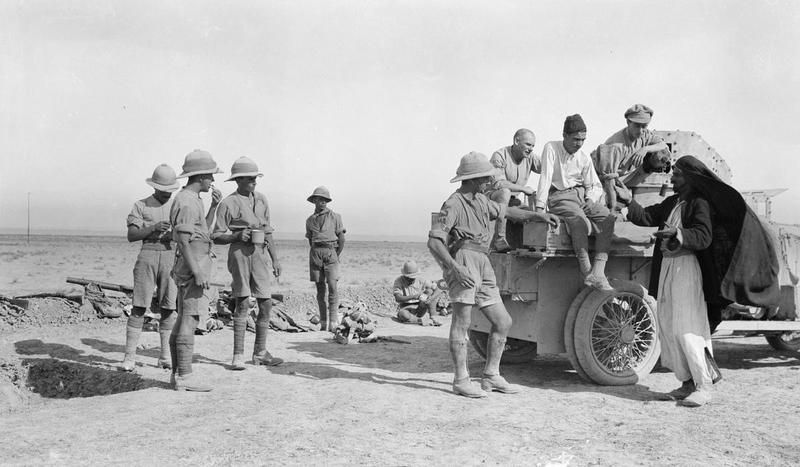 MINISTRY INFORMATION FIRST WORLD WAR OFFICIAL COLLECTION (Q 24362)   Scene at a front line position on the Jebel Hamlin. Troops having tea are interested in an Arab and Turkish prisoner arguing.