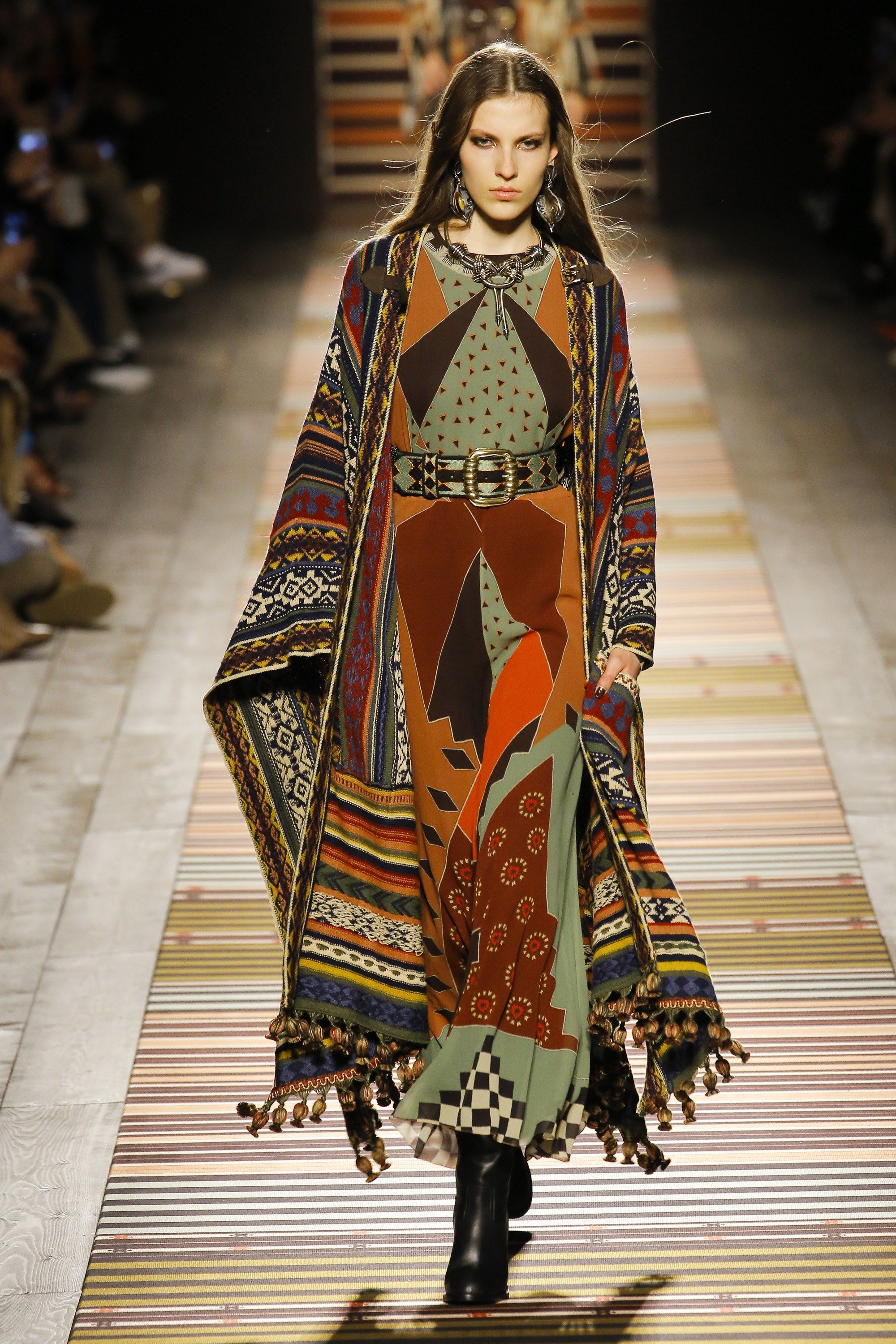 Etro Fall 2018 Ready-to-Wear Fashion Show | Inspired Chic