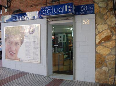 José del Hierro, 58 - 28027 Madrid - Tel. 913679196 - HOMBRE ACTUAL, la barbería del siglo XXI con cortes de pelo clásico o moderno, afeitado, color, higienes faciales, depilaciones, foto-depilaciones, masajes, manicuras, pedicuras, etc. para el hombre.