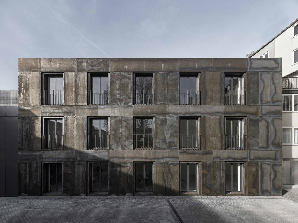 Im Auftrag einer Stiftung haben Sieber Architekten in einer ehemaligen Glaserei-Halle in Düsseldorf Museumsräume für die Sammlung Philara geschaffen. Joachim...