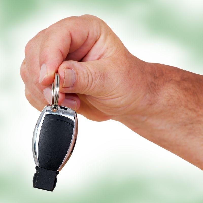 """A személygépkocsi tulajdonosoknak továbbra is nagy figyelmet kell szentelniük """"kedvencük"""" megóvására. A lopási módszerek ugyanis egyre rafináltabbak, kifinomultabbak. Nagyon sok pénzt kell ma kiadni egy autóért, nagyon sokat kell dolgoznunk, míg összejön az ára. Ne hagyjuk..."""