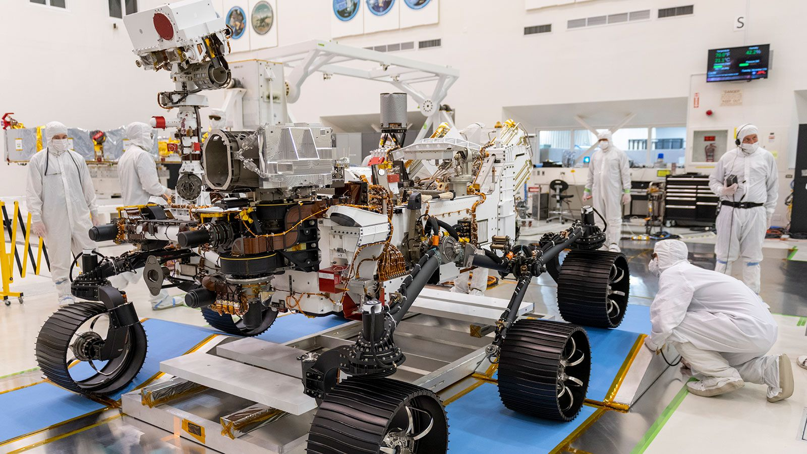7 Things To Know About The Nasa Rover About To Land On Mars In 2021 Nasa Rover Nasa Nasa Mars